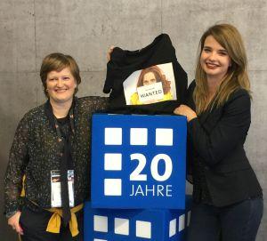 Marketingleiterin Kristin Wittmütz und Projektleiterin Gina Rölike verabschieden sich vom INA Award und bedanken sich bei allen Mitwirkenden der letzten 13 Jahre
